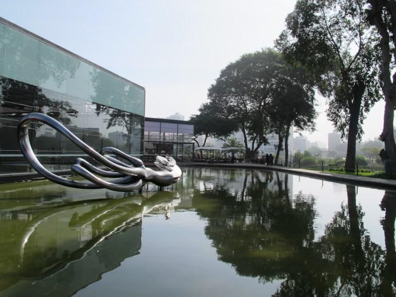Exteriores del Museo de Arte Contemporáneo de Lima. Foto