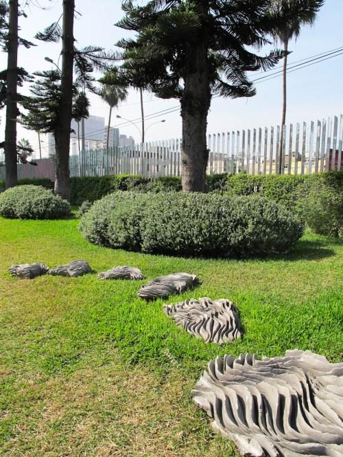 Esculturas en el jardín del MAC en Barranco. Foto