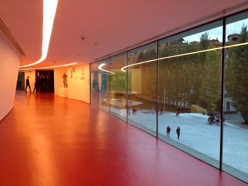 Interior de la extensión del museo Maxxi diseñada por Zaha Hadid. Foto