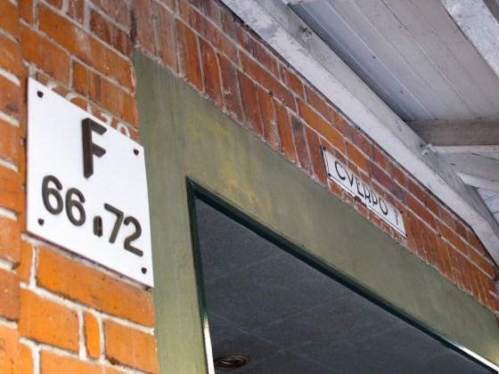 Detalle de tipografía y señalización de Los Andes. Foto