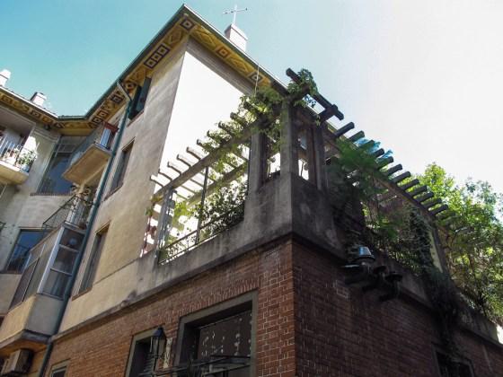 Vista hacia las terrazas de los departamentos superiores. Foto