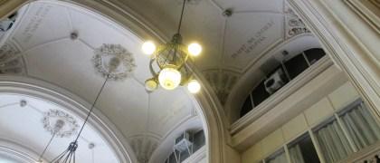 Lámparas del hall de entrada del Barolo. Foto