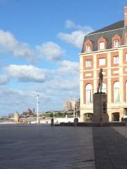 Vista de la Rambla Casino de Mar del Plata hacia el Hotel Provincial. Foto