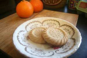 Round fruits and biscuits are traditionally consumed at New Year