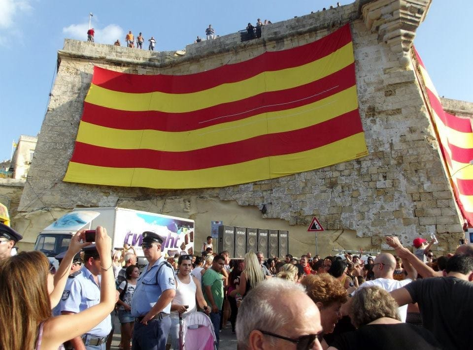 MalDia 05 (03-09-14) Senglea flag on bastion