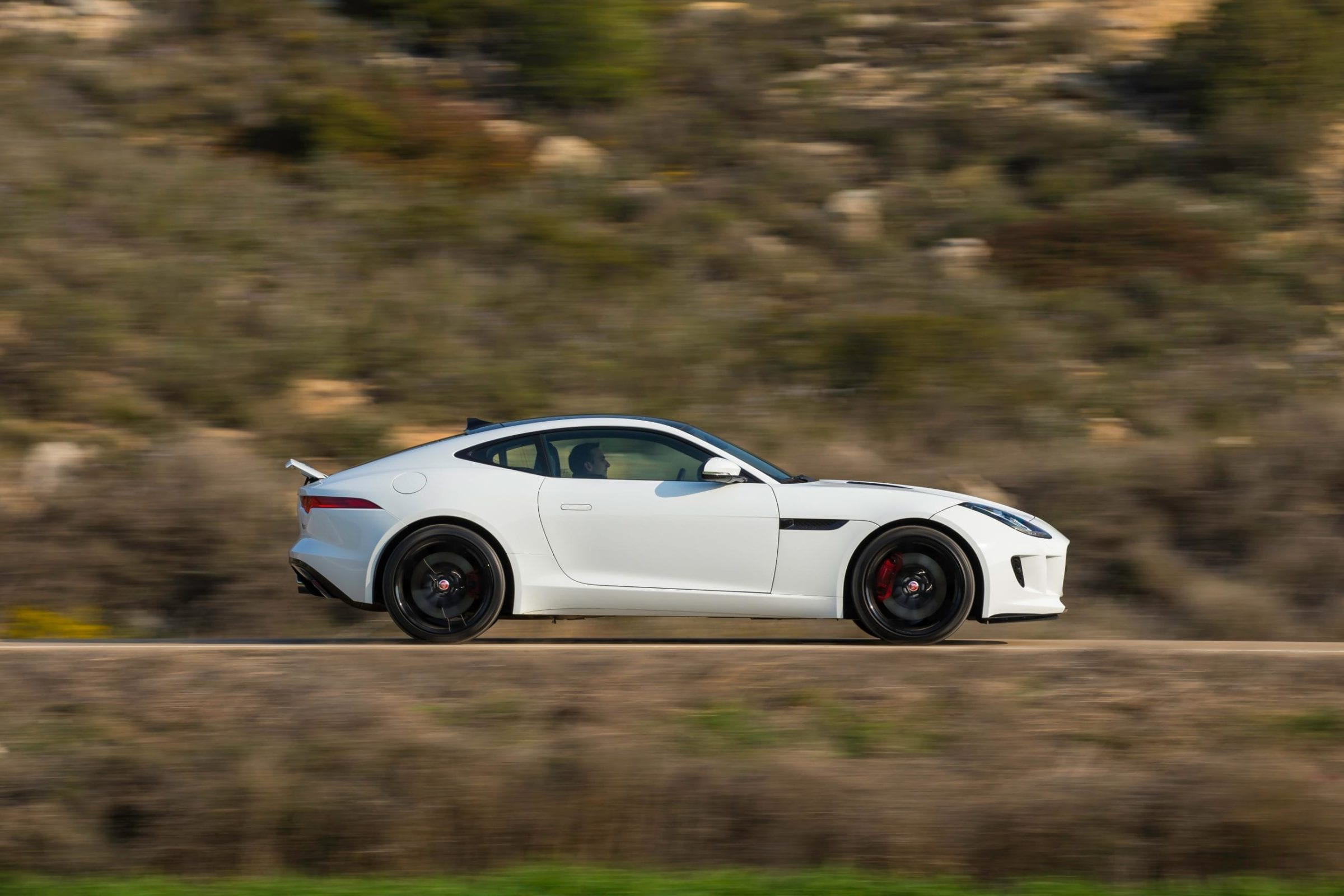 834009_JAG_F-TYPE_V6S_Polaris_White_004