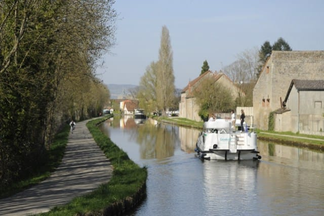3-cruising-on-the-canal