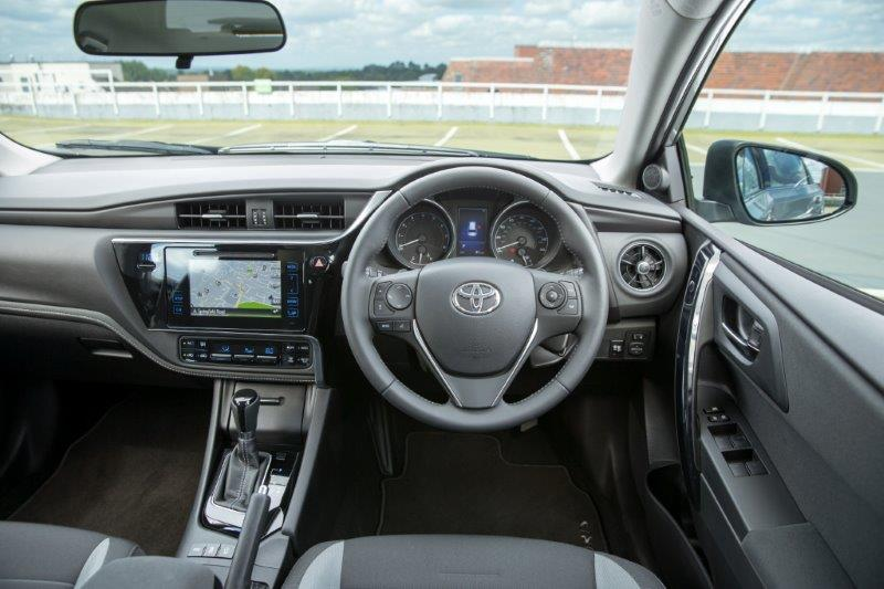2015-Auris-Touring-Sports-interior-1