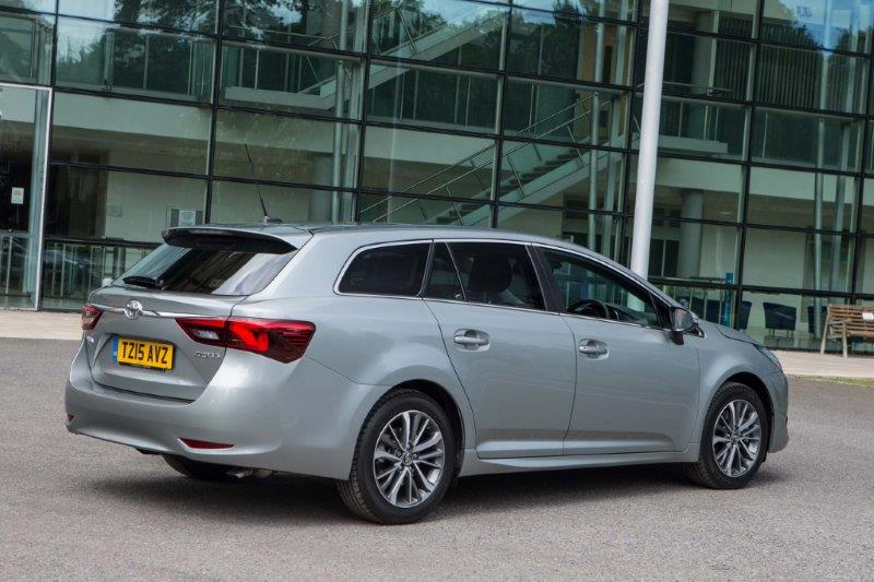 2015-Avensis-touring-sports-exterior-static-20
