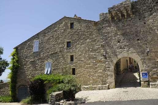 charming-middle-ages-village-in-mount-ventoux-area