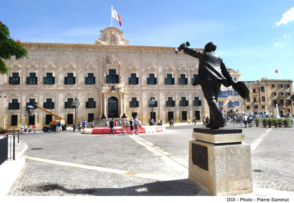 -the-office-of-the-maltese-prime-minister-at-castile-square-in-valletta-intensive-activity