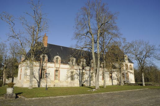 0ne-of-the-listed-buildings-in-the-Castle-dAugerville
