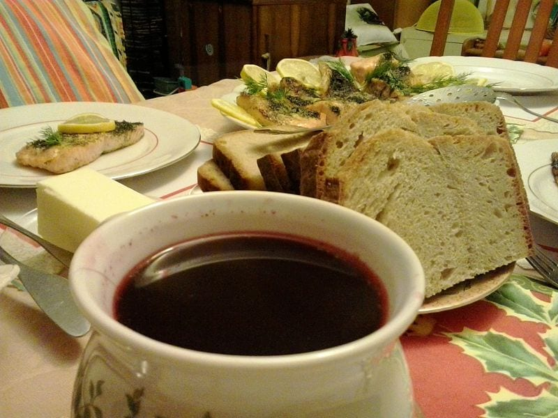 Polish-Christmas-Eve-Beetroot-soup-and-bread