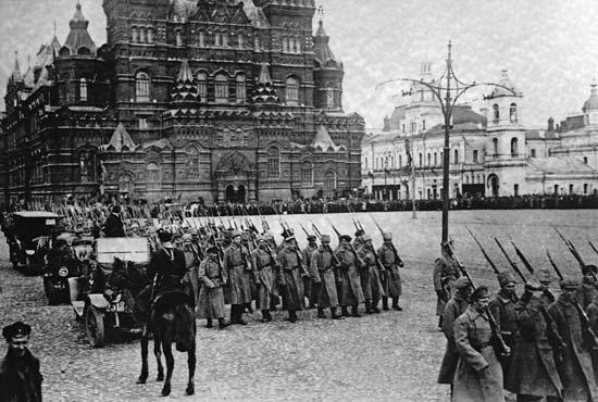 -Bolshevik-troops-march-into-Moscow-Square-later-re-named-Red-Square.