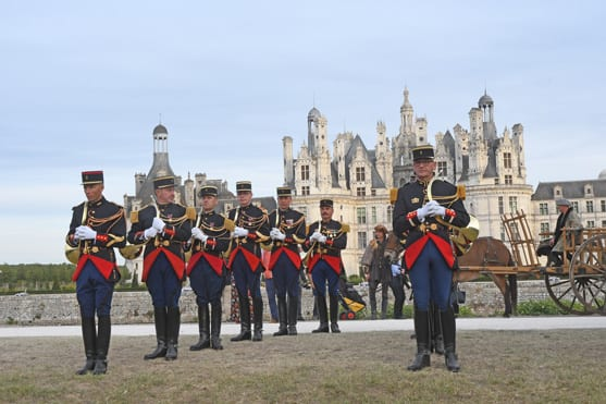 Musicians of the Republican Guard in front of the castle