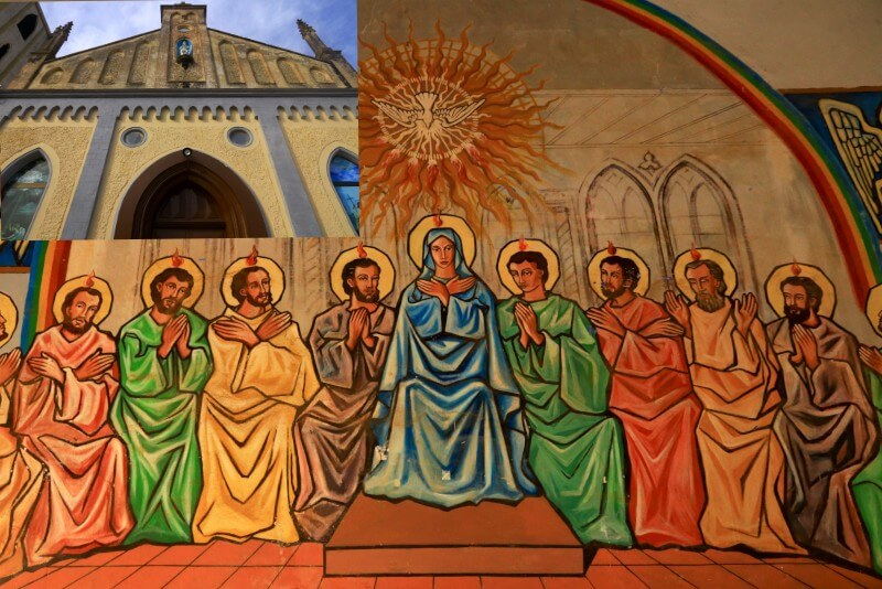 The Virgin and disciples Front of the Catholic Church