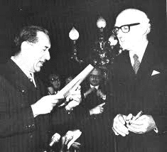 MalDia 01 (17-12-14) The late Prime Minister Dom Mintoff (left, and a citizen of Cospicua) declaring Malta as a Republic (on 13-12-1974) and Malta's first President, the late Sir Anthony Mamo