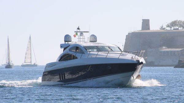 MalDia Getting about on the water nowadays in cabin cruisers
