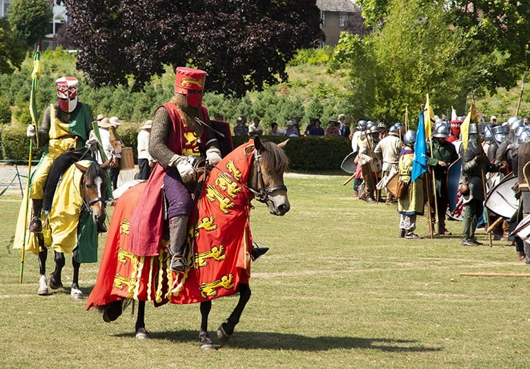 Pic King Henry III in to battle