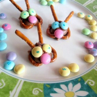 Kids in the Kitchen – Easter Bunny Pretzel Treats