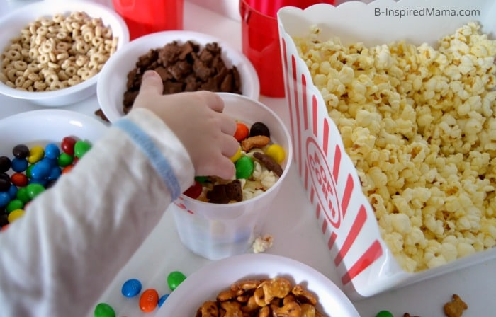 A Yummy Movie Night Popcorn Bar with DIY Personalized Popcorn Cups + An APP to Make Your Popcorn PERFECT! #sponsored #GoodbyeBurnedPopcorn #PerfectPop at B-InspiredMama