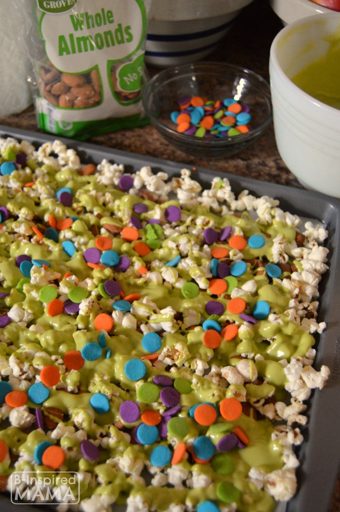 Our Easy to Make Neon Slime Popcorn Snack Mix for Watching the Nickelodeon Kids Choice Awards at B-Inspired Mama