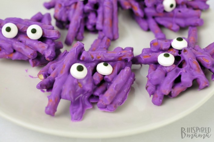 Easy Pretzel Monster Halloween Treats - the perfect treat for a class party or a kids' monster Birthday party