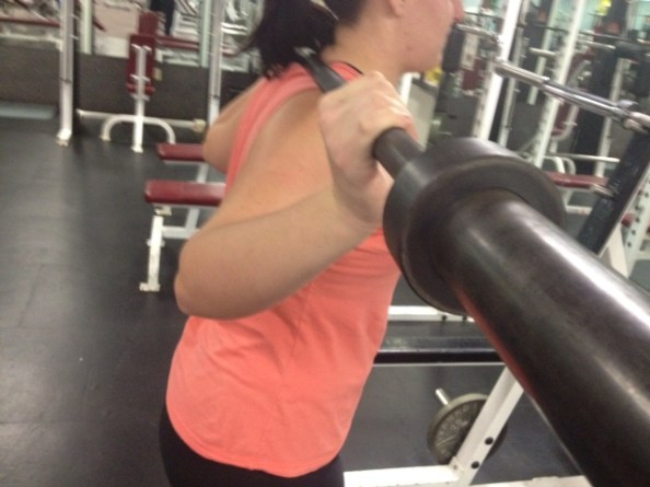 Barbell squat wrists bent back