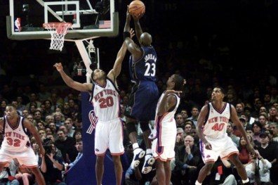 Michael Jordan au shoot pour les Washington Wizards vs New York Knicks (c) Getty