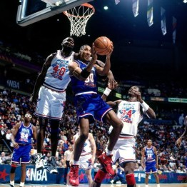 Scottie Pippen sous le panier lors du All-Star Game 1994 (c) solecollector.com