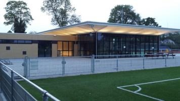 sportcomplex met verlichting