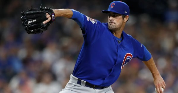 Hamels rejoins Braves, shoulder still healing