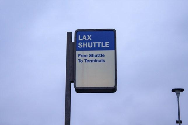 LAX シャトル看板