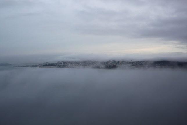 サンフランシスコを覆う霧 12月 Fog over San Francisco, December
