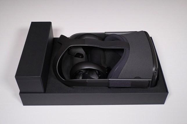 Oculus Quest-箱に収まった状態