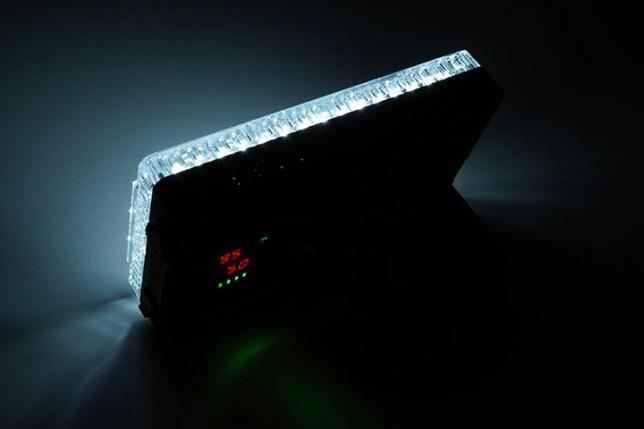 Aputure Amaran AL-F7 3200-9500K LEDライト-50%の出力 9500K 後ろから