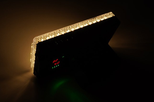 Aputure Amaran AL-F7 3200-9500K LEDライト-50%の出力 3200K 後ろから