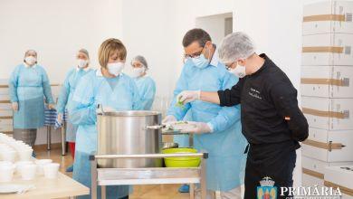 Photo of Proiectul Solidar Social din Sectorul 6 a ajuns la 100.000 de porţii de hrană caldă