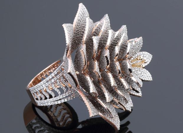 inelul celor de la Hallmark Jewellries