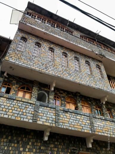 Edificio en la calle principal.