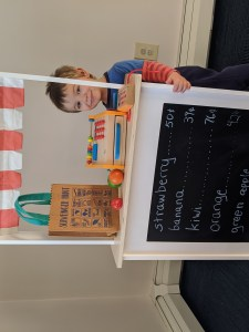 market stand for pretend play