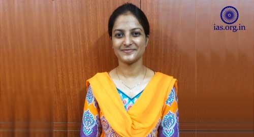 Nidhi Gupta IAS topper