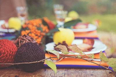 őszi hangulatban megterített asztal