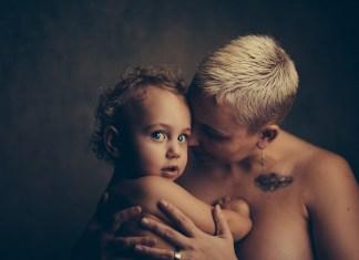 Mennyivel lesz mélyebb az újdonsült kismamák hangja?