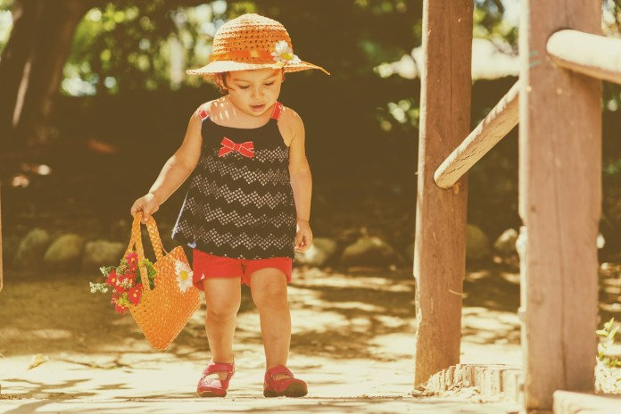 Még csak kúszik a baba? - 8+1 tipp segítségével, így tanítsd meg járni!