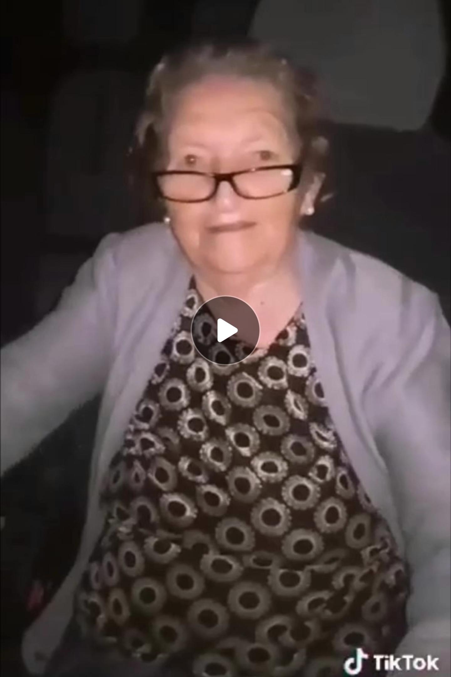 Баба Мара на 90 години со нејзино Тик Ток Шоу