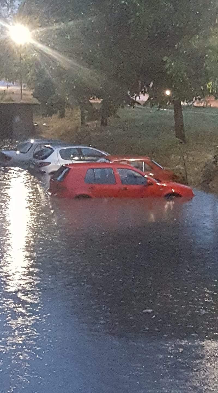 Поплавени возила и паркинзи во битолски Карпош