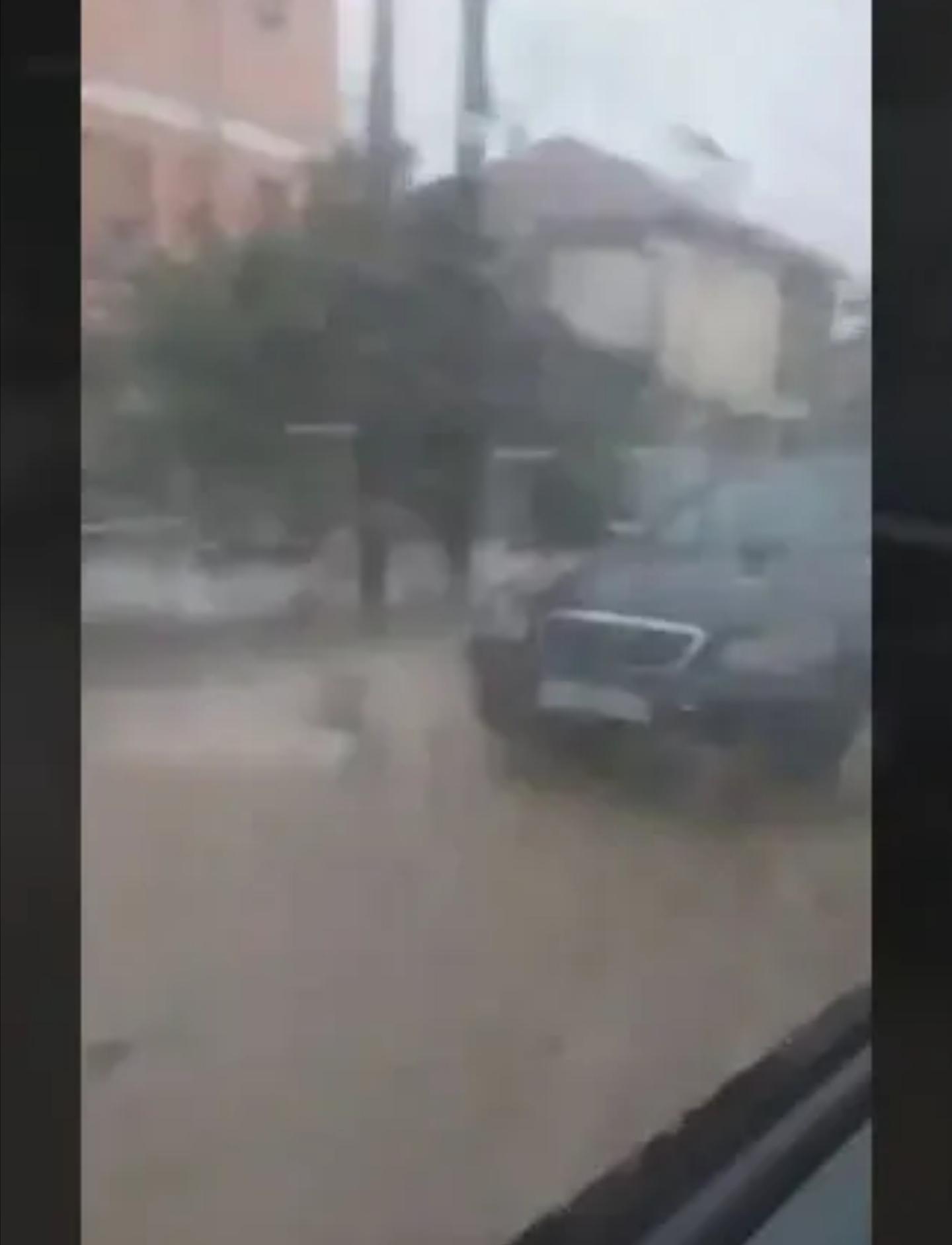 Потопени улици како диви амазонски реки на Смилевски Баир