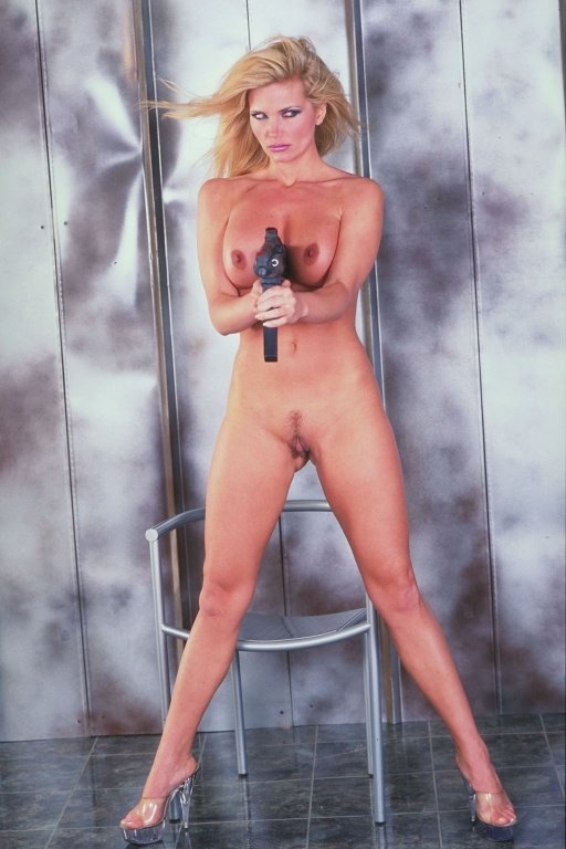 Victoria Zdrk in sex Guns