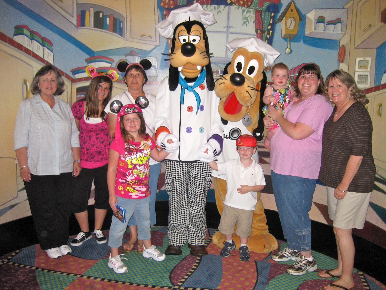 group photo with chef goofy and chef pluto - Goofys Kitchen